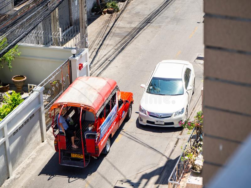 Autobus rouge, transport en commun, transport de passagers, Bangkok, Thaïlande photos stock