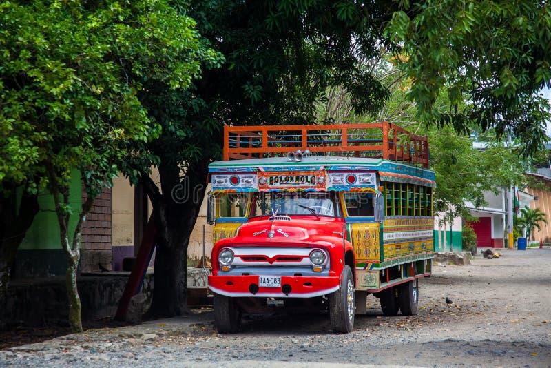 Autobus rural traditionnel coloré de Colombie photographie stock