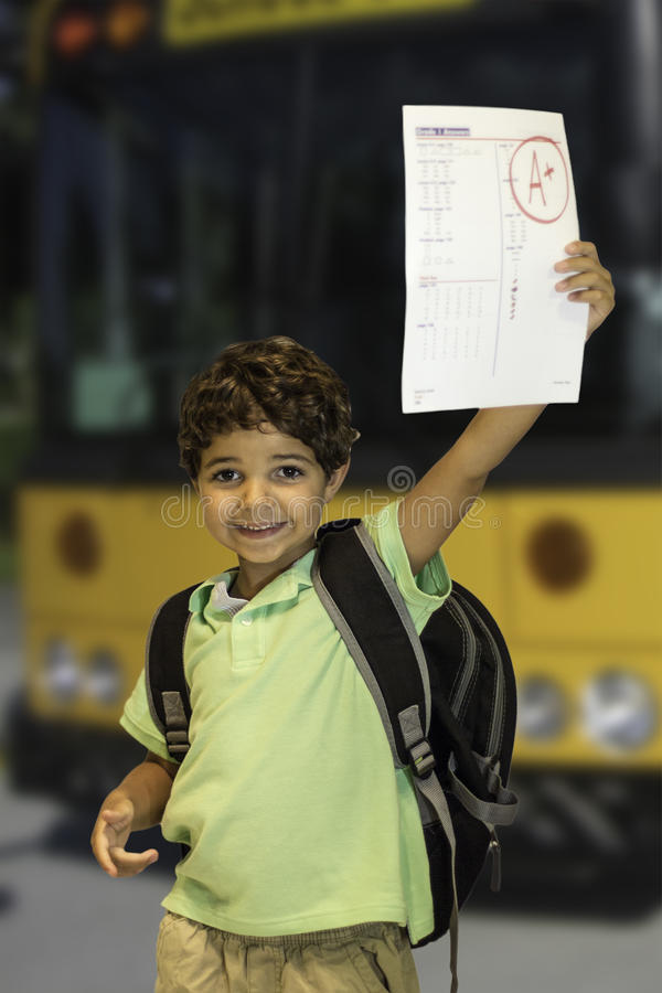Autobus scolaire d'enfant images libres de droits