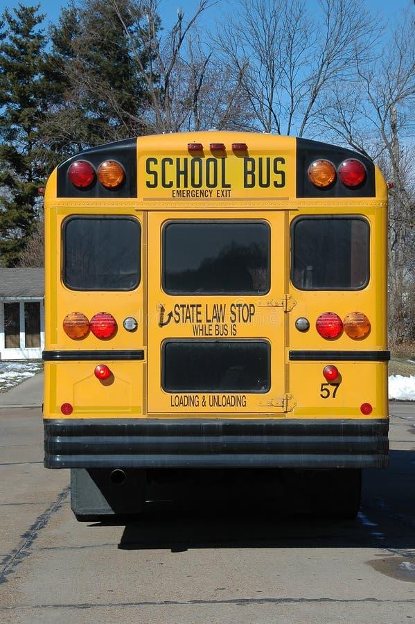Autobus scolaire dans le voisinage photo libre de droits