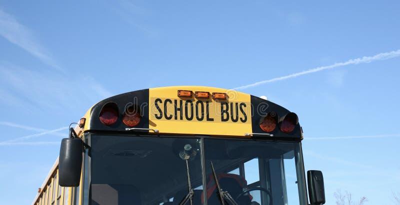 Download Autobus scolaire jaune image stock. Image du globe, across - 87702711