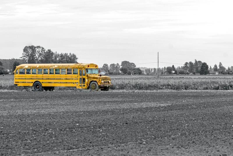 Autobus scolaire rustique images stock
