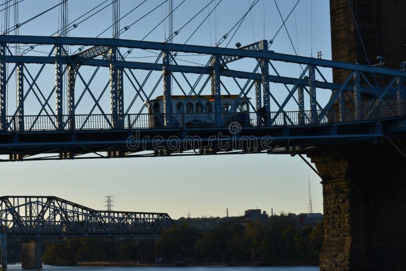 Autobus sur le pont images libres de droits