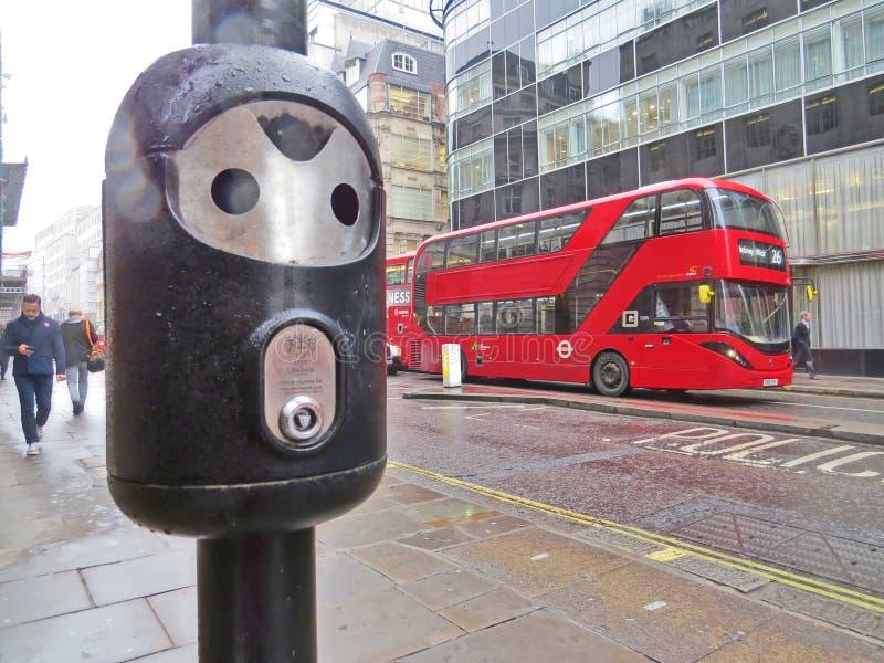 Autobuses rojos, Inglaterra fotografía de archivo libre de regalías