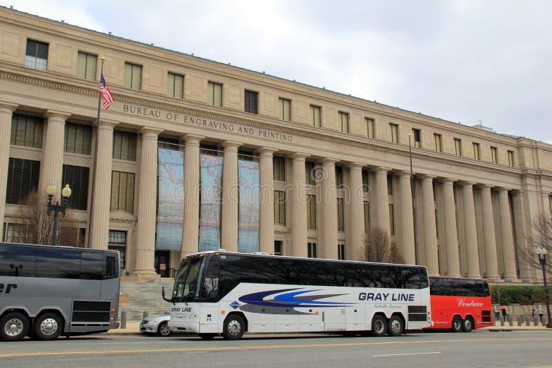 Autobuses turísticos fuera de la oficina de edificio del grabado y de la impresión, Washington, DC, 2015 fotografía de archivo libre de regalías