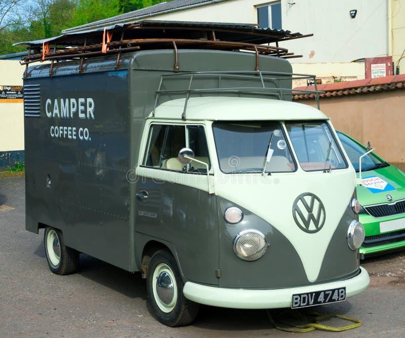 Autocaravana cl?sica del transportador de Volkswagen del vintage, Devon, Reino Unido, el 2 de abril de 2018 foto de archivo