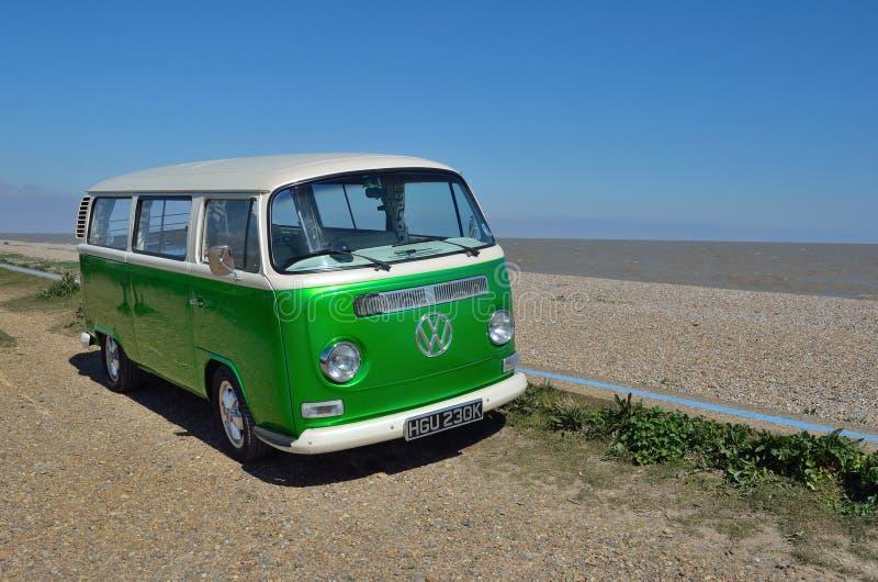 Autocaravana en la playa fotos de archivo