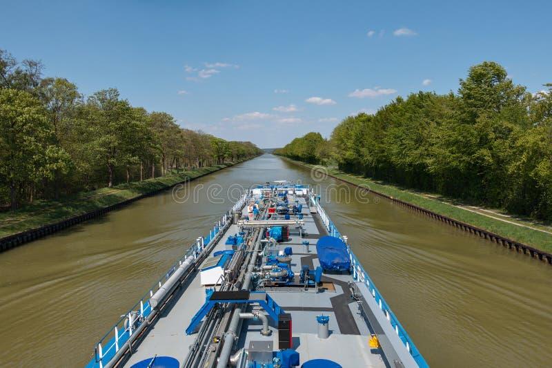 Autocisterna sul canale Dortmund-SME fotografia stock libera da diritti