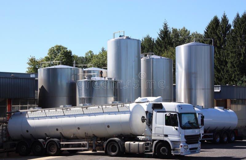 Autocisterne refrigerate del latte fotografia stock libera da diritti