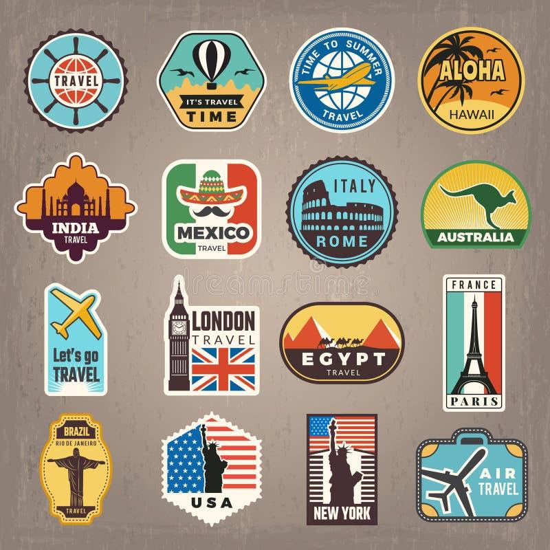 Autocollants de voyage Les insignes ou les logos de vacances pour des voyageurs dirigent de r?tros images illustration libre de droits