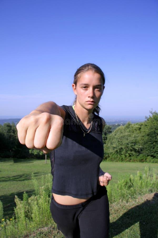 Autodéfense de pratique de femme photos stock