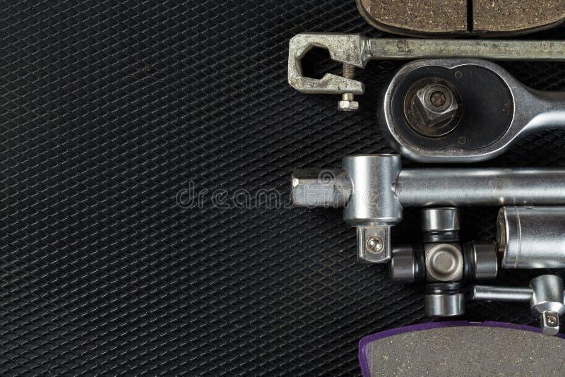 Autodelen op zwarte achtergrond stock fotografie