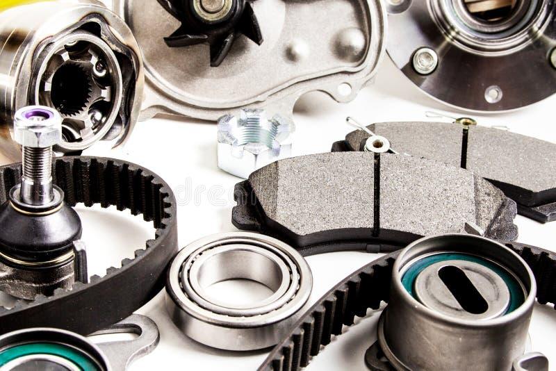 Autodelenachtergrond Hub, pomp, remstootkussens, filter, timingsriem, rollen, constante snelheidsverbindingen, thermostaat en and stock afbeelding