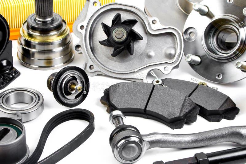 Autodelenachtergrond Hub, pomp, remstootkussens, filter, timingsriem, rollen, constante snelheidsverbindingen, thermostaat en and stock afbeeldingen
