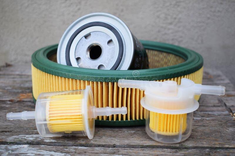 Autodelentoebehoren: olie, brandstof of luchtfilter voor motorauto stock afbeelding