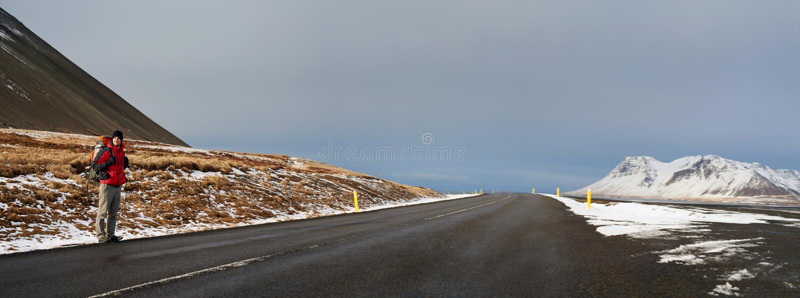 Autoestop del viajero de Islandia imagen de archivo libre de regalías