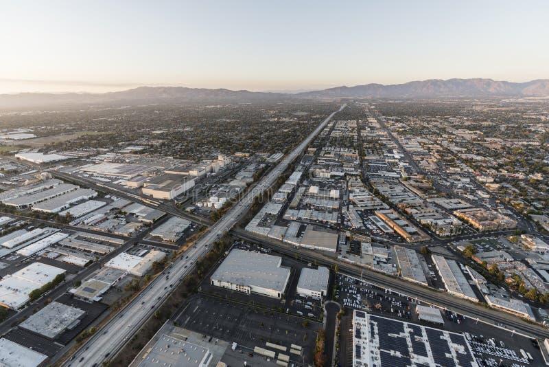 Autoestrada da vista aérea 405 em Roscoe Blvd em Los Angeles fotos de stock royalty free