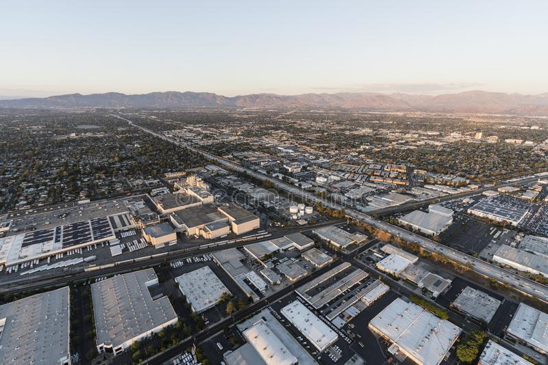 Autoestrada de San Diego 405 da vista aérea perto de Roscoe Blvd em Los Angele fotografia de stock royalty free