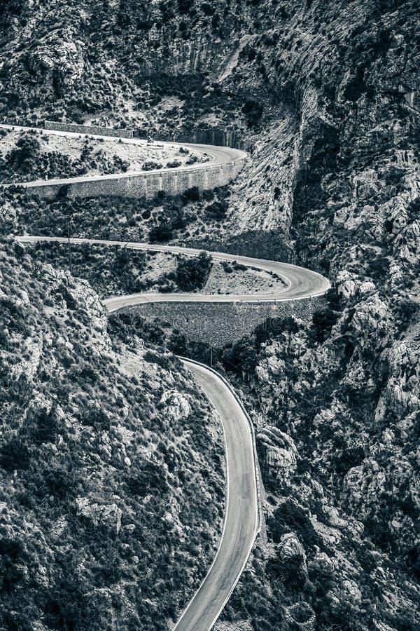 Autoestrada de vento nas montanhas de Sierra de Tramuntana, Maiorca foto de stock