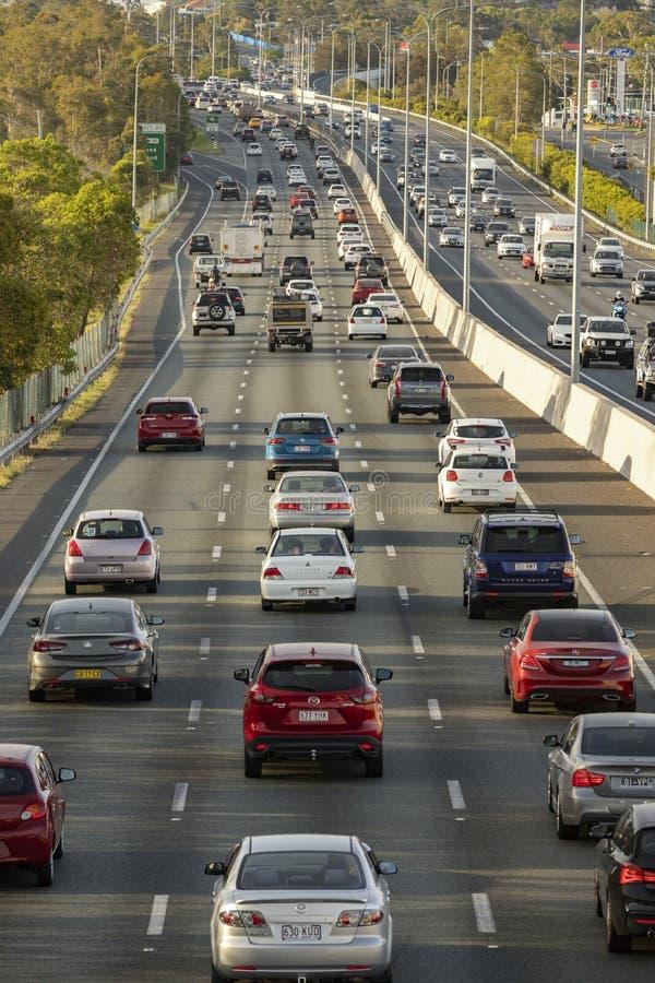 A autoestrada M1 tem plena capacidade, uma vez que a experiência do motorista atrasa o congestionamento na estrada mais movimenta fotos de stock