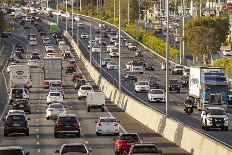 A autoestrada M1 tem plena capacidade, uma vez que a experiência do motorista atrasa o congestionamento na estrada mais movimenta imagem de stock royalty free
