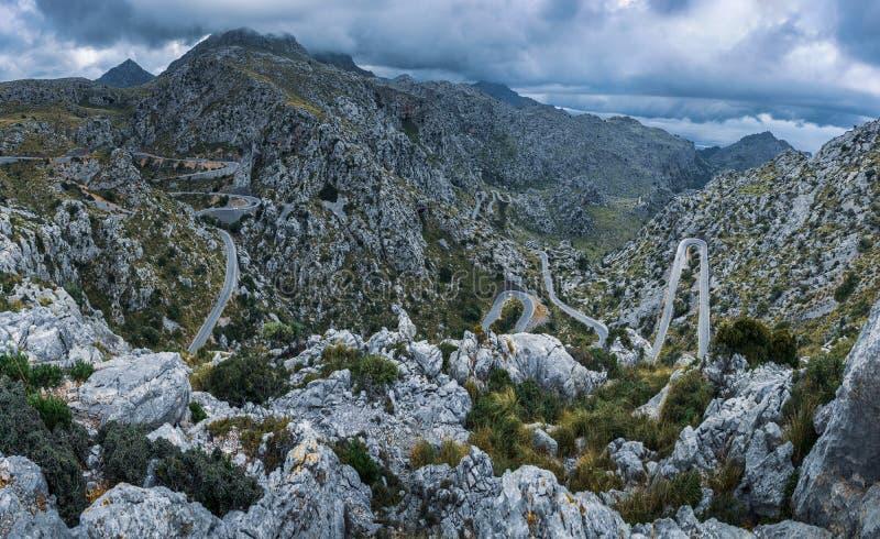 Autoestrada Winding nas montanhas, Maiorca foto de stock royalty free