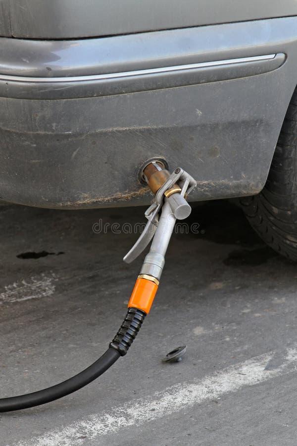 Download Autogas lpg stockbild. Bild von station, butan, düse - 26367935