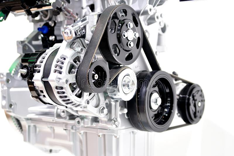 Autogenerator mit Antriebsriemen lizenzfreie stockfotografie