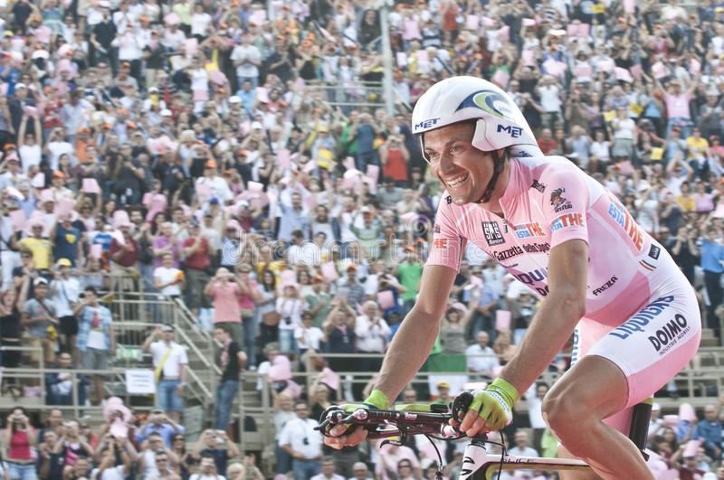 Autogiro d'Italia: Sieg von Ivan Basso stockbilder