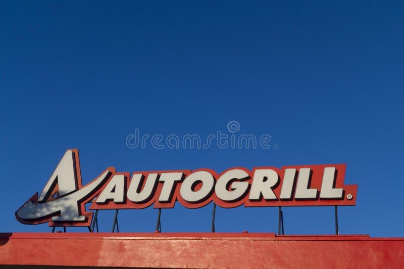 Autogrill-Zeichen auf einer Landstraße lizenzfreies stockfoto