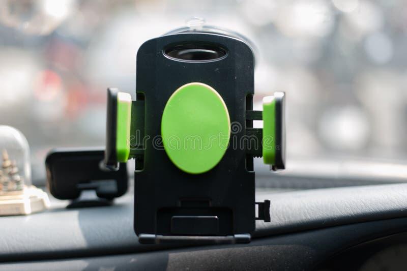 Autohouder voor mobiel apparaat, gebruik voor Navigate of GPS stock foto