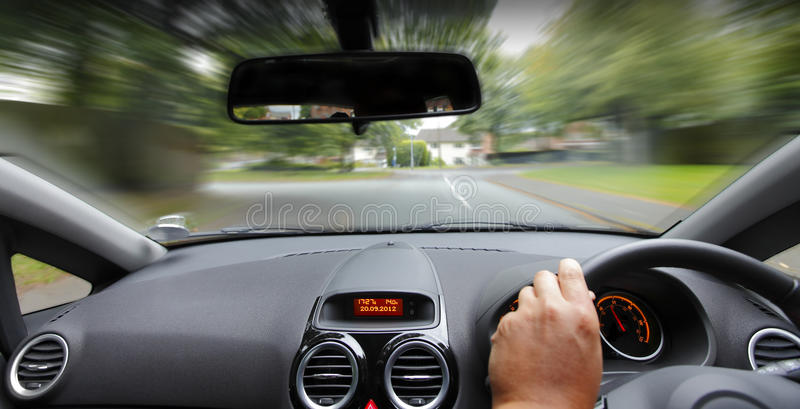 Autoinnenraumantreiben lizenzfreie stockfotos