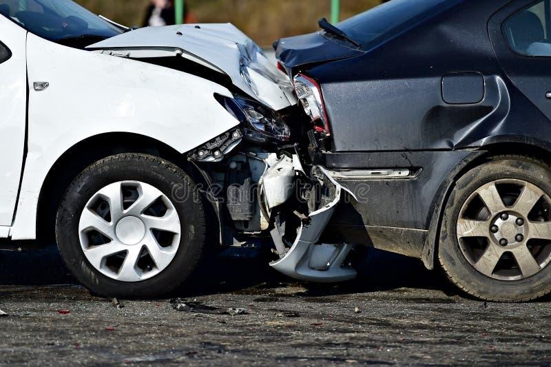 Automóvel de dano após o impacto imagem de stock