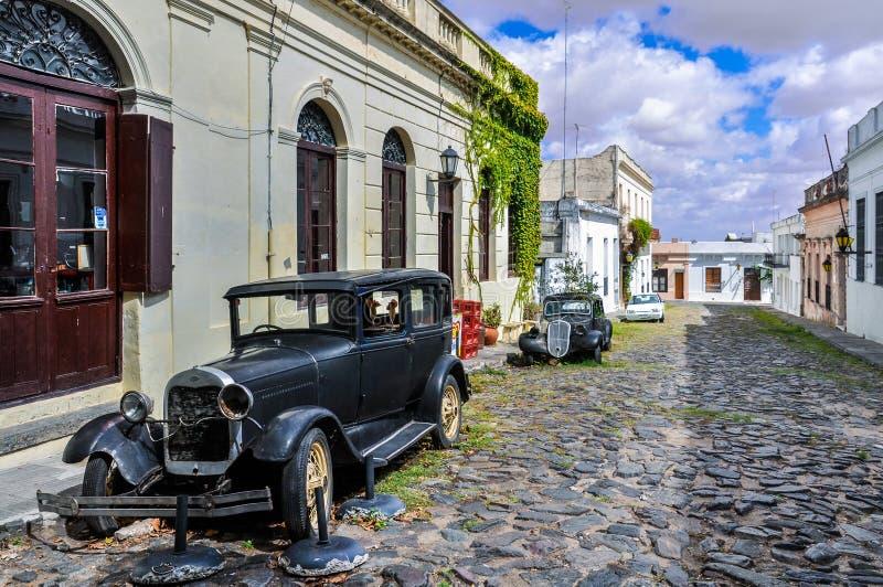 Automóvel preto velho no del Sacramento de Colonia, Uruguai imagens de stock