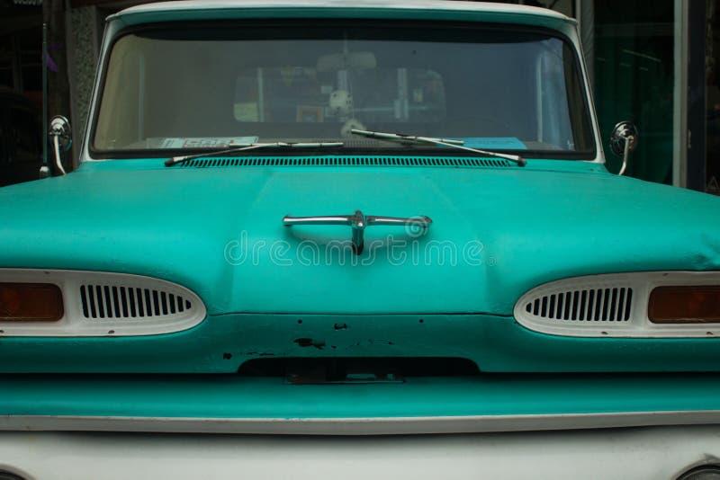 Automóvil clásico de la turquesa imagenes de archivo