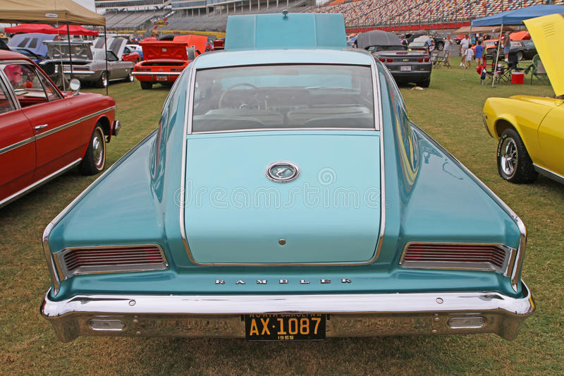 Automóvil clásico del paseante