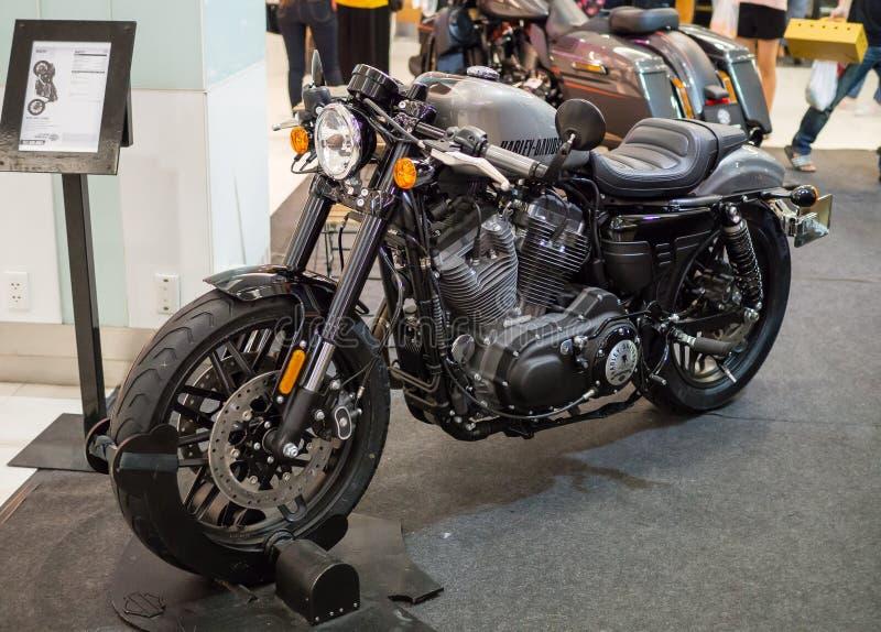Automóvil descubierto de Harley Davidson de la motocicleta que exhibe en el salón del automóvil fotos de archivo libres de regalías