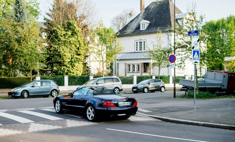 Automóvil descubierto de lujo del convertible del cabriolé de Mercedes-Benz SL imágenes de archivo libres de regalías