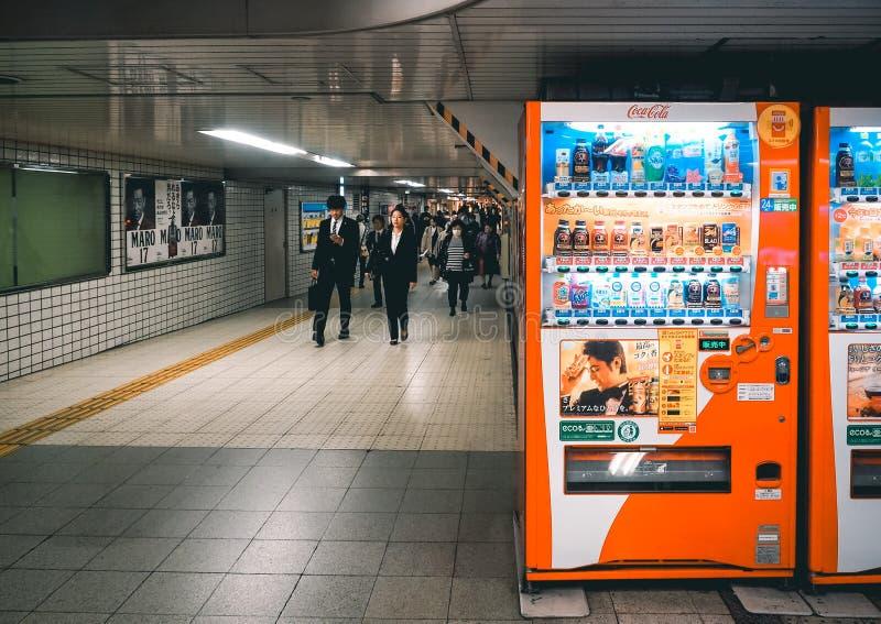 Automaten met dranken in de ondergrondse plaats royalty-vrije stock foto