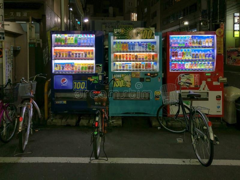 Automatische Automaten für die heißen und kalten Getränke lizenzfreie stockfotos