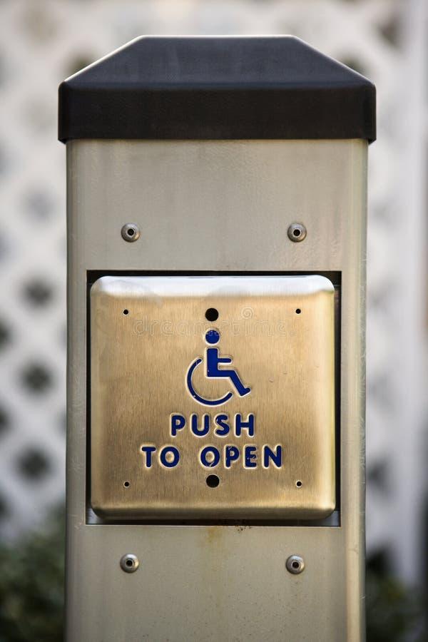 Automatische deurknoop voor gehandicapte mensen. stock foto