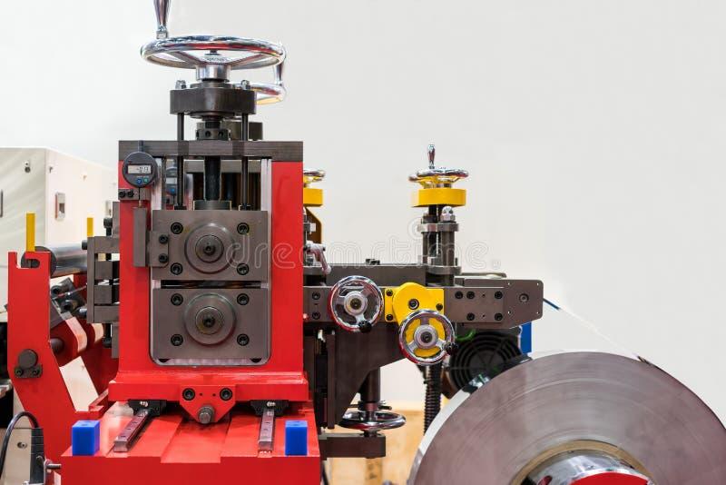 Automatische Presse der Spitzentechnologie und der Präzision oder Formungsmaschine der Rollenblechtafel für industrielle Arbeit m stockfotos