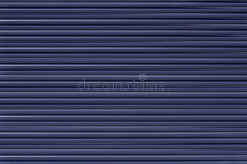 automatische Verschlussklappe vor Fabrik- oder Garagenbau stockfotografie