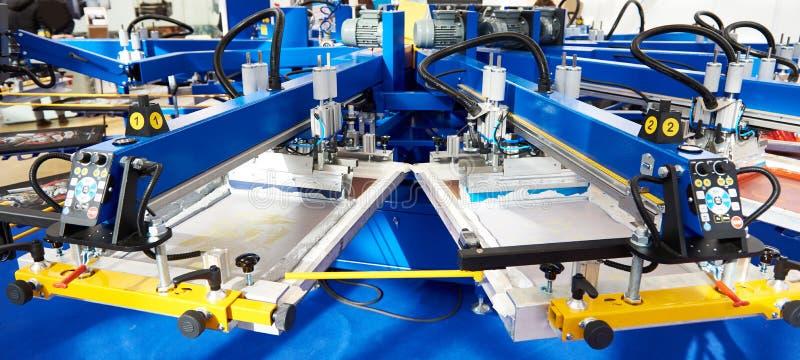 Automatisches Siebdruckmaschinenkarussell stockfotografie