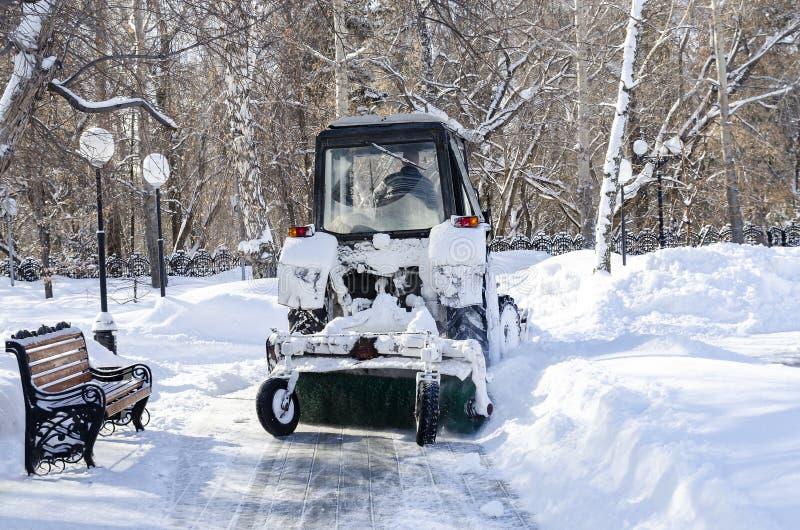 Automatiserad sn?borttagning royaltyfria foton