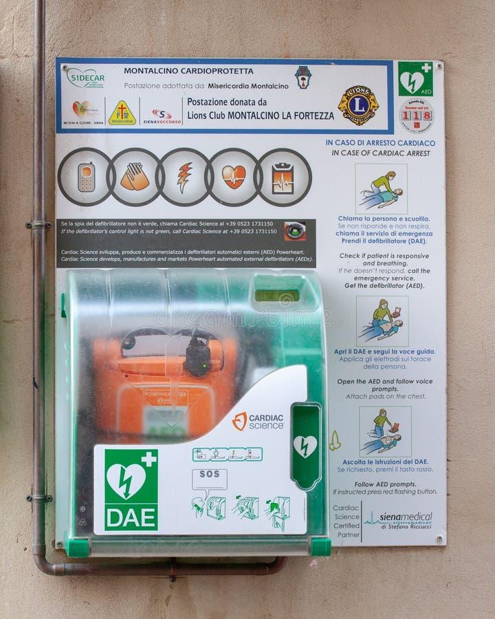 Automatiserad yttre defibrillator royaltyfri foto