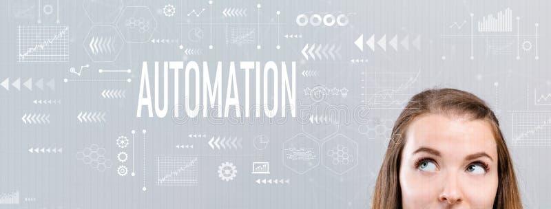 Automatisering met jonge vrouw stock afbeeldingen