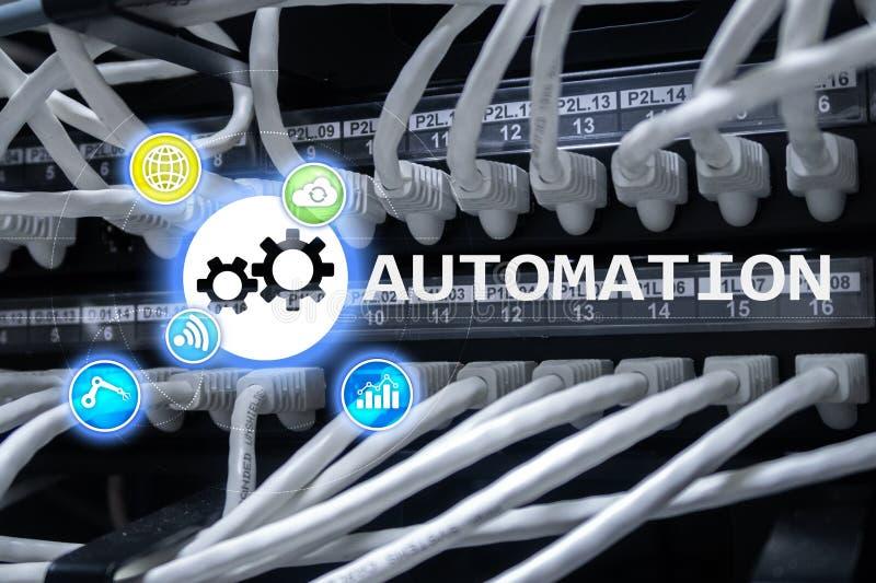 Automatisierung der Geschäftsprozess- und Innovationstechnologie in der Herstellung Internet und Technologiekonzept auf Serverrau lizenzfreie stockbilder