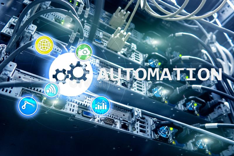 Automatisierung der Geschäftsprozess- und Innovationstechnologie in der Herstellung Internet und Technologiekonzept auf Serverrau stockfotos