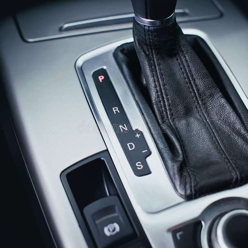 Automatisk överföring i modern bil royaltyfria foton
